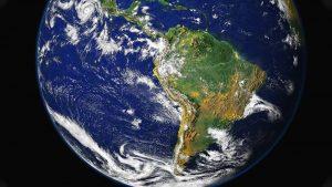 Competência da Justiça brasileira para julgar relação havida em sites hospedados fora do Brasil